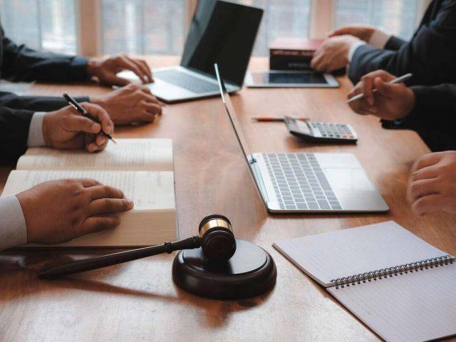 https://rpadoanadvogados.com.br/wp-content/uploads/2020/01/direito-empresarial-r-padoan-advogados-juridico-contencioso-min-640x480.jpg