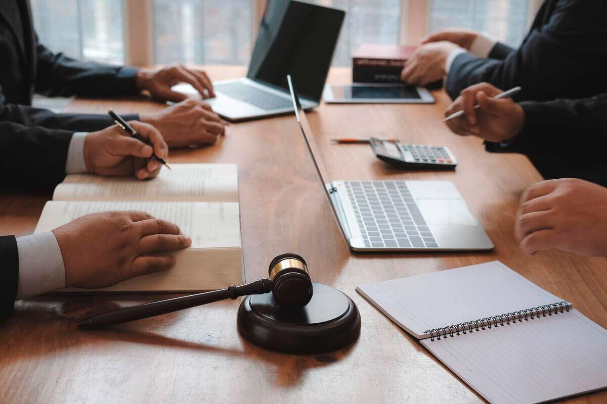 https://rpadoanadvogados.com.br/wp-content/uploads/2020/01/direito-empresarial-r-padoan-advogados-juridico-contencioso-min.jpg